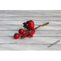 Букетик с красным шиповником